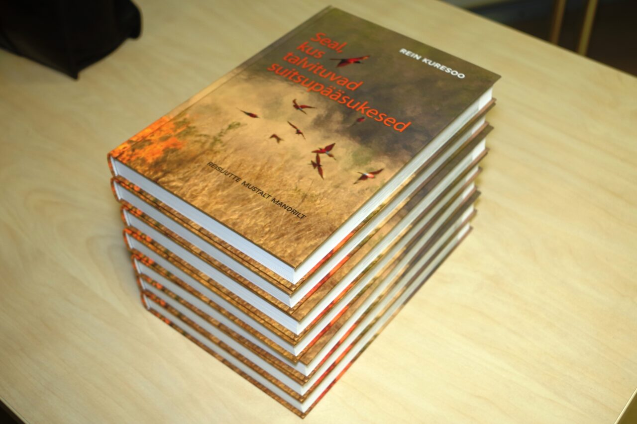 Raamatu Seal kus talvituvad suitsupääsukesed kaas